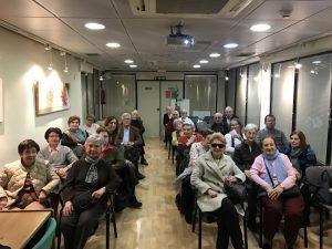 Primera fotografía del taller en el Centro de Mayores Sagasta organizado por Academia Neurona.