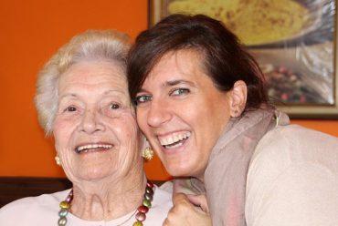 ¿Cómo debo relacionarme con una persona con demencia? Decálogo del Alzheimer