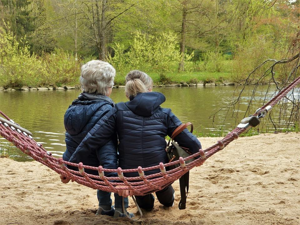 ¿ERES CUIDADOR/A O TIENES UN FAMILIAR CON DETERIORO COGNITIVO A TU CARGO? ESTA INFORMACIÓN TE INTERESA
